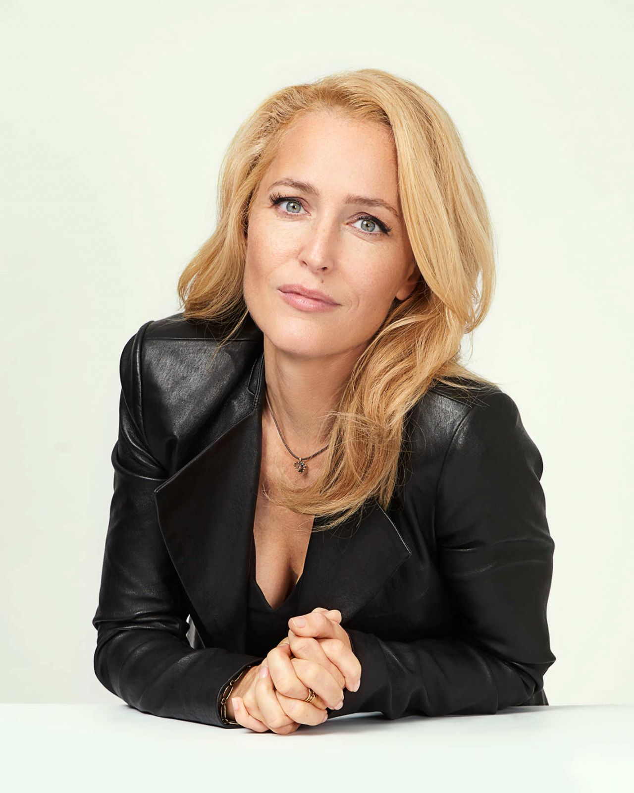 Gillian Anderson Vulture Portraits At The 2017 Nycc