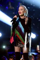 """Gwen Stefani – """"One Voice: Somos Live!"""" Concert For Disaster Relief in Los Angeles 10/14/2017"""