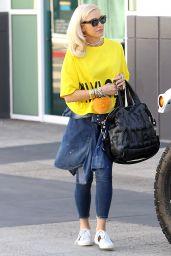 Gwen Stefani Street Style - Leaving a studio in Los Angeles 10/23/2017