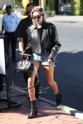 Hailey Baldwin Leggy in Jeans Shorts at 901 Salon in West Hollywood 10/27/2017