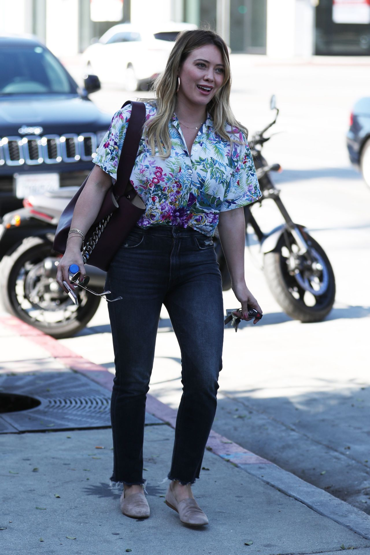 Hilary Duff at Zinque Cafe in West Hollywood 10/27/2017