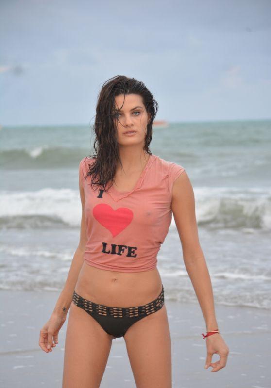 Isabeli Fontana Shows Off Her Bikini Body in Maragogi Beach 10/22/2017