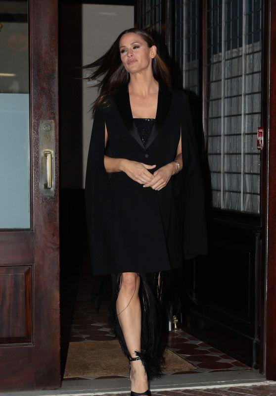Jennifer Garner - Leaving Her hotel in New York