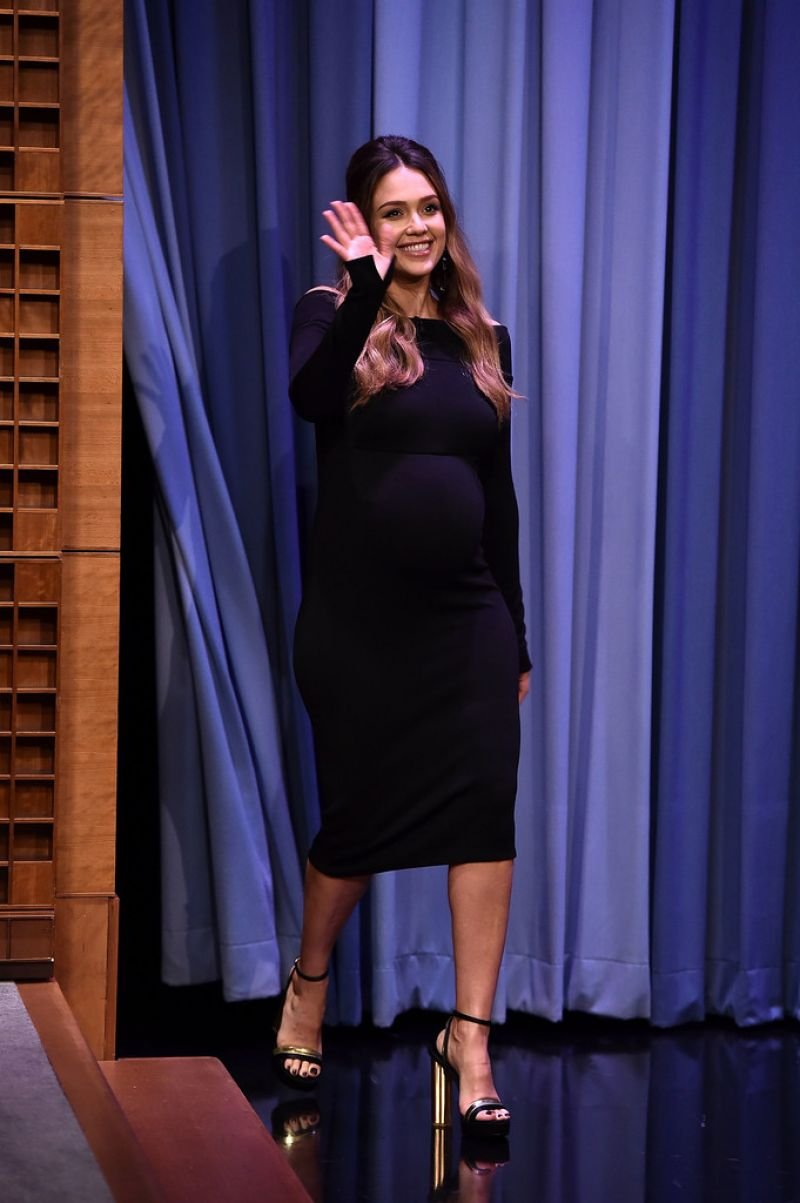 http://celebmafia.com/wp-content/uploads/2017/10/jessica-alba-the-tonight-show-starring-jimmy-fallon-at-rockefeller-center-in-nyc-10-25-2017-0.jpg