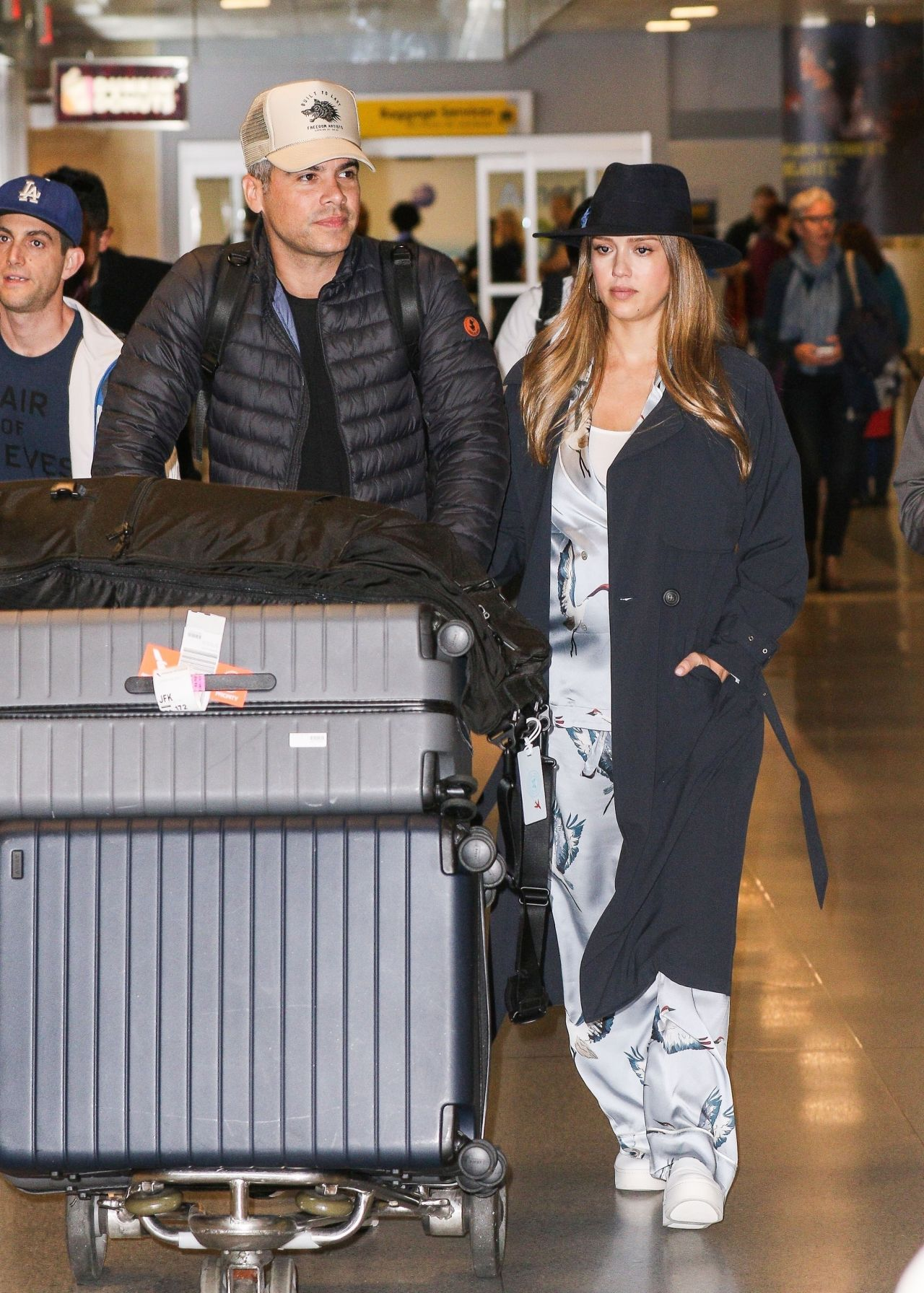 http://celebmafia.com/wp-content/uploads/2017/10/jessica-alba-with-her-husband-at-the-jfk-airport-in-new-york-20-23-2017-3.jpg