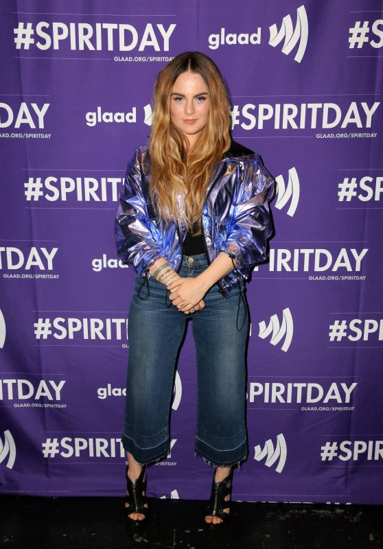 "Joanna JoJo Levesque – ""Believer"" Spirit Day Concert in LA 10/18/2017"