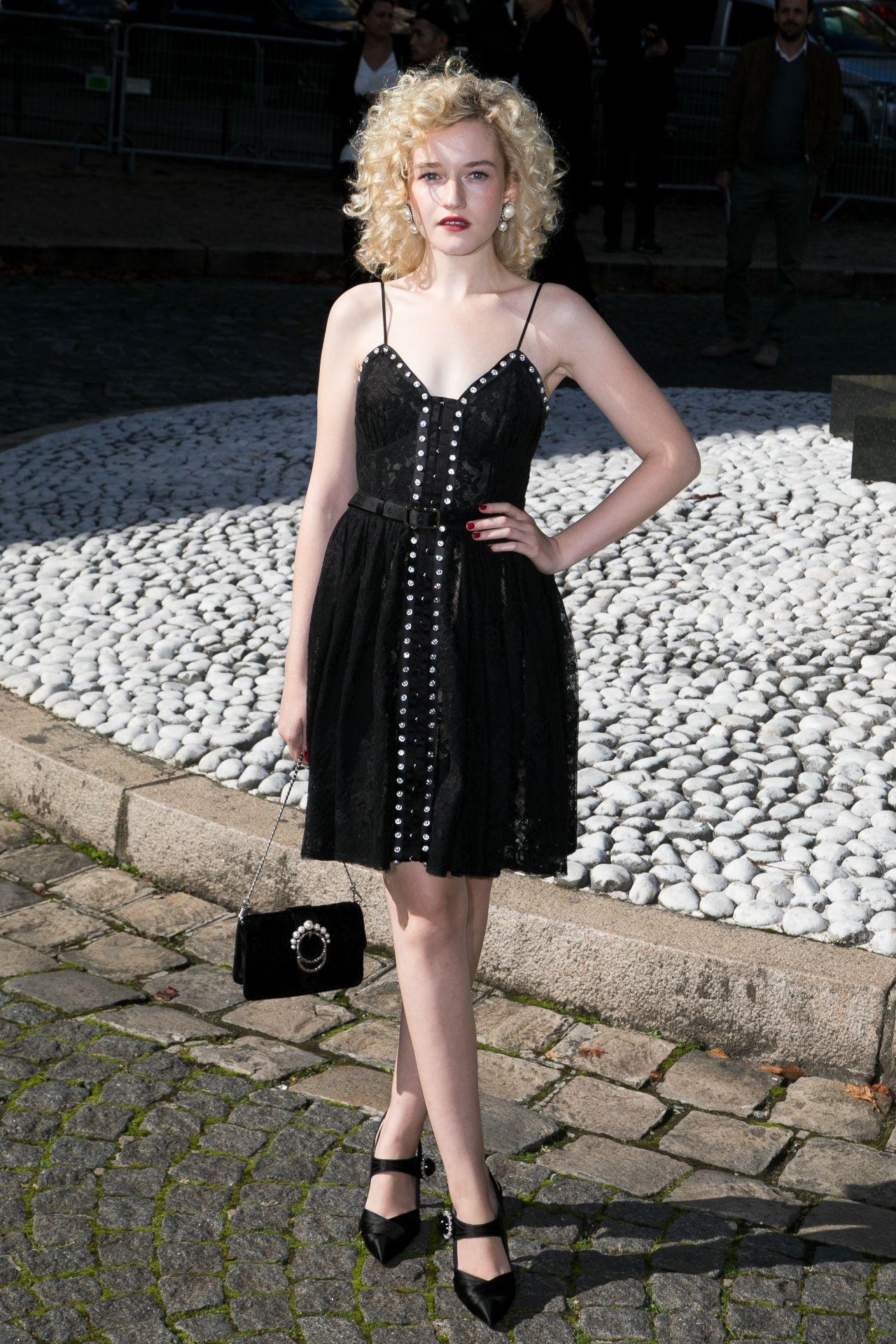 Julia Garner Latest Photos Celebmafia