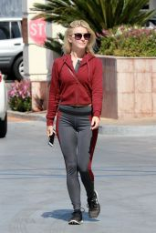 Julianne Hough at Tender Greens in Burbank 10/11/2017