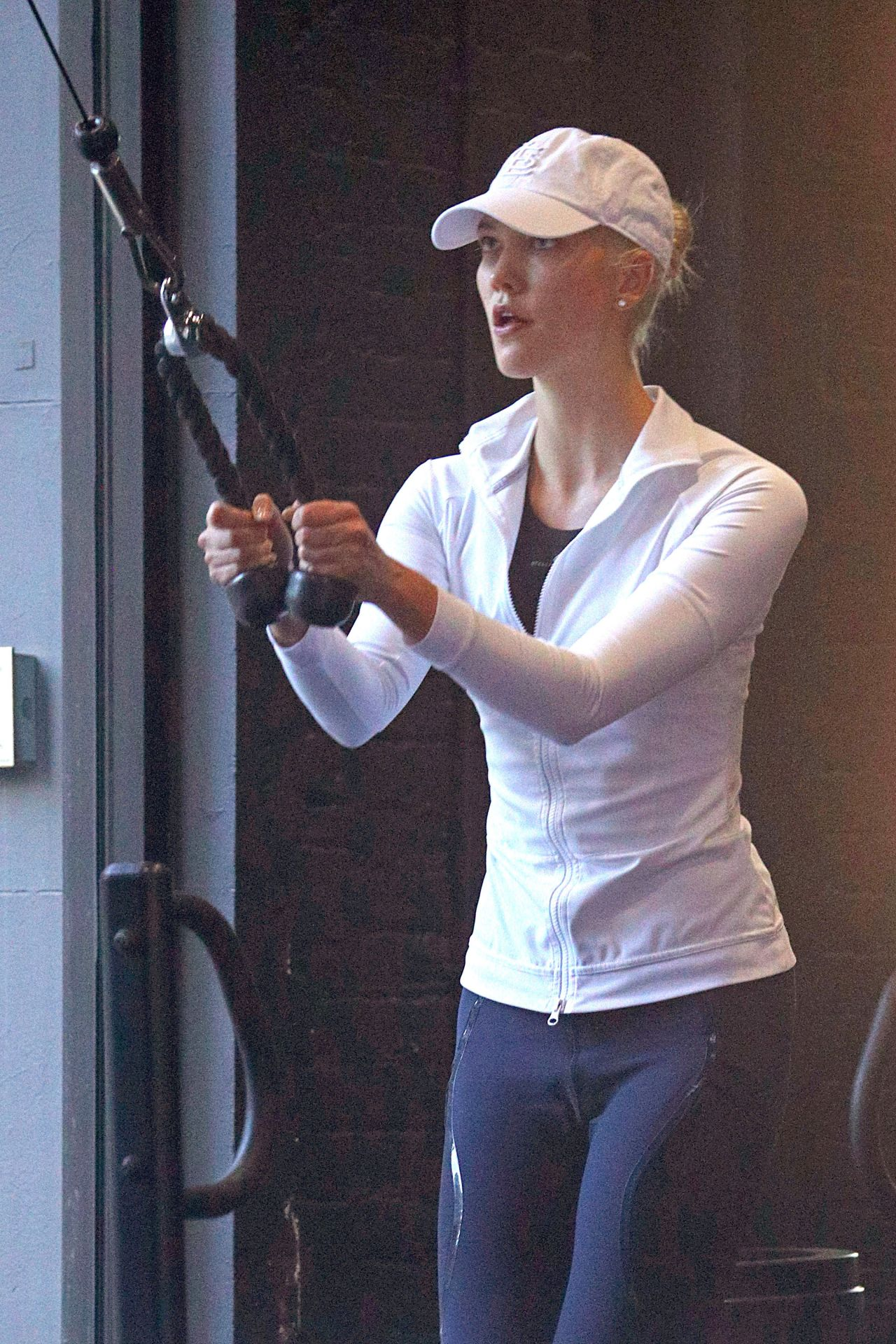 Karlie Kloss Work Out In Style - NYC 10/19/2017