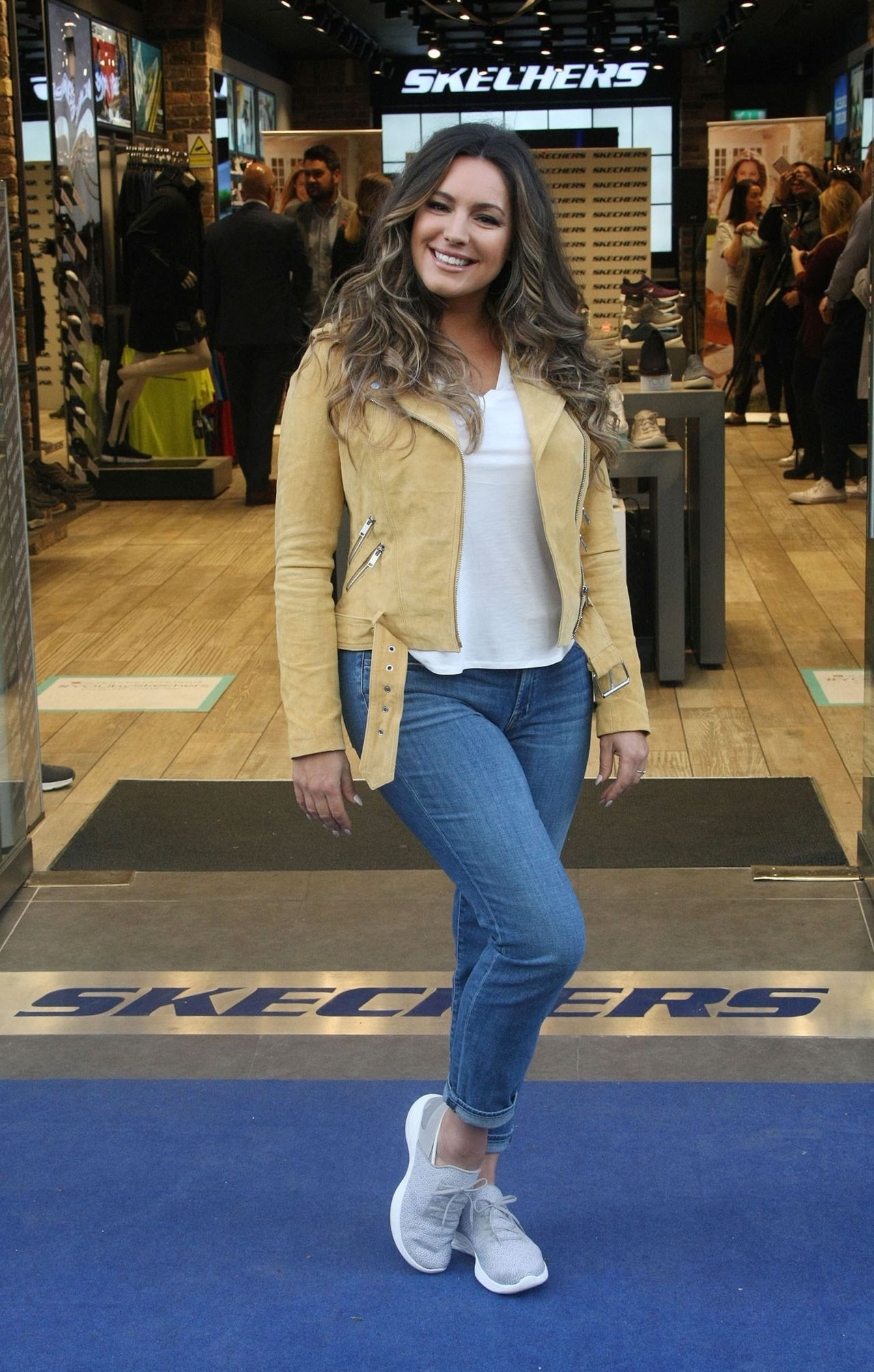 Kelly Brook - Photocall for Skechers in Dublin 10/05/2017