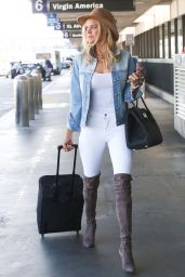 Kelly Rohrbach is Stylish in a Pair of Skinny White Jeans - LAX Airport 10/18/2017