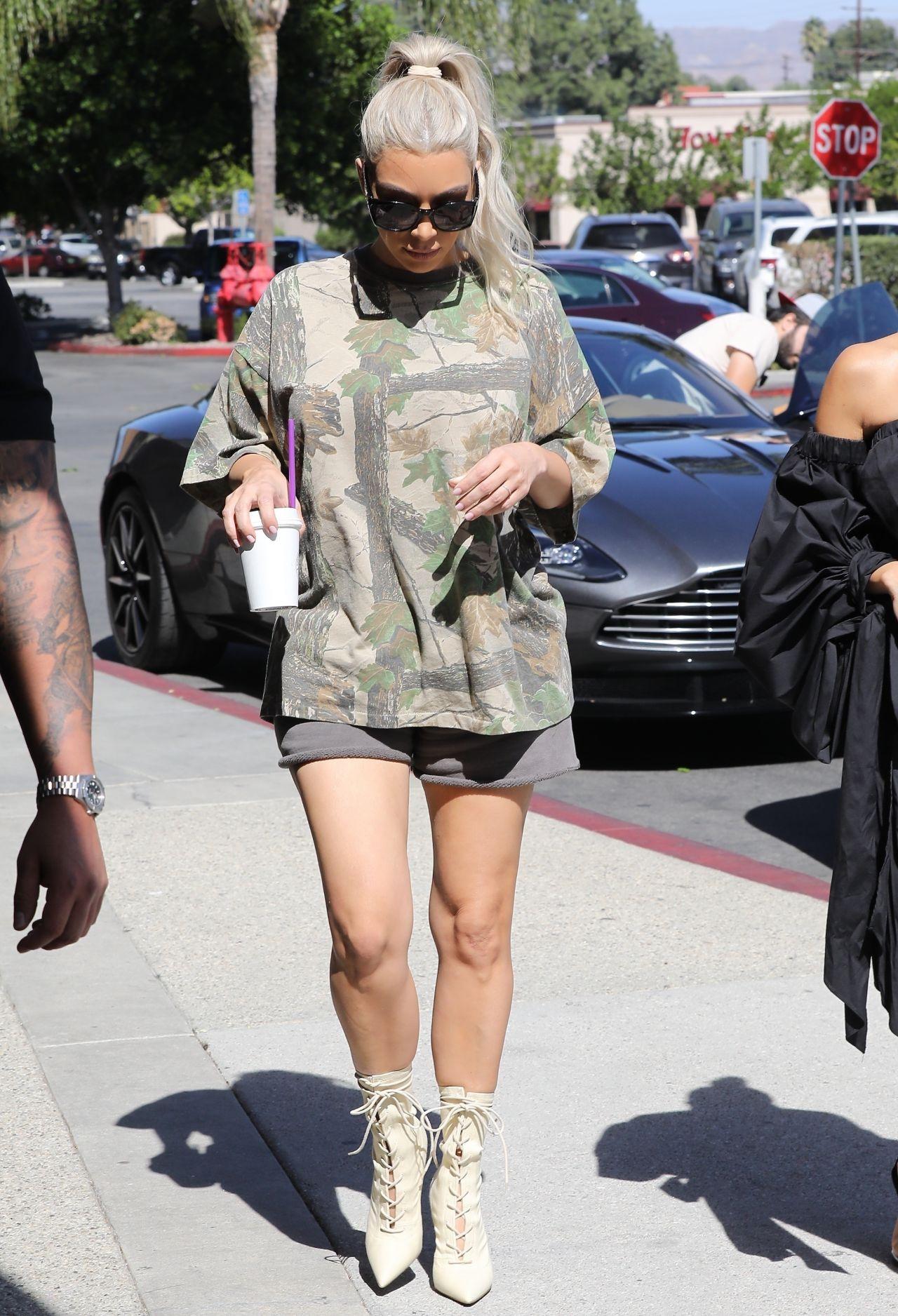 Kim Kardashian - Out in Calabasas 10/09/2017