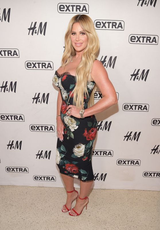 "Kim Zolciak at ""Extra"" at H&M Times Square in NYC 10/03/2017"