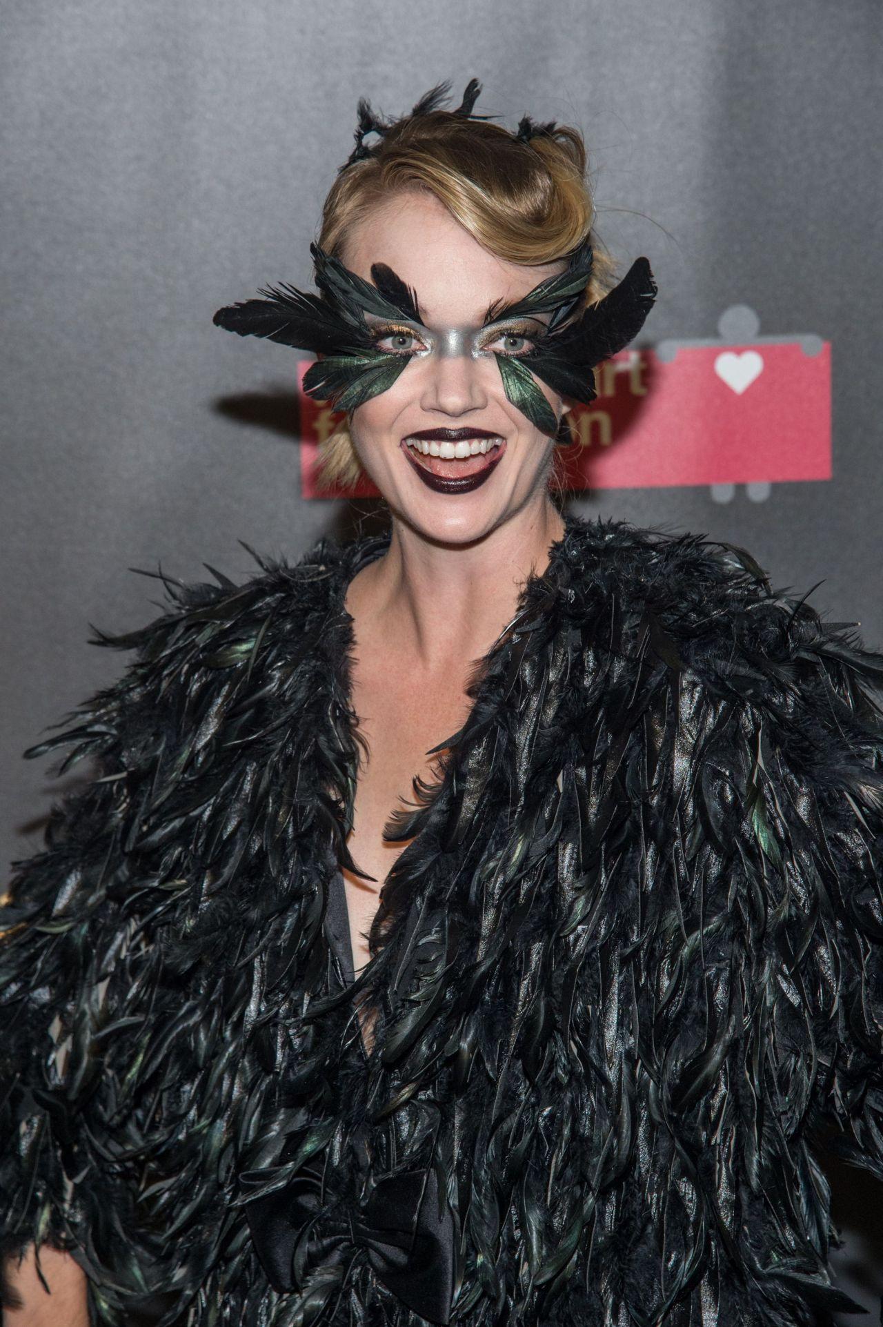 Lindsay Ellingson – 2017 amfAR Fabulous Fund Fair in NYC
