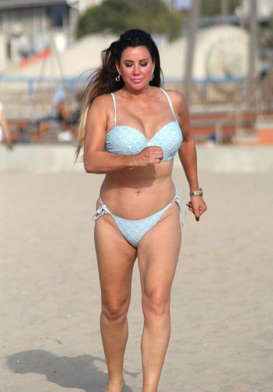 Lisa Appleton in Bikini on the Beaches of Los Angeles 10/01/2017