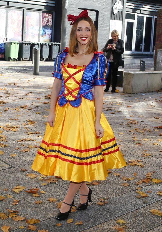 Lucy Jo Hudson - The Snow White and the Seven Dwarfs Panto Photocall at the St Helen