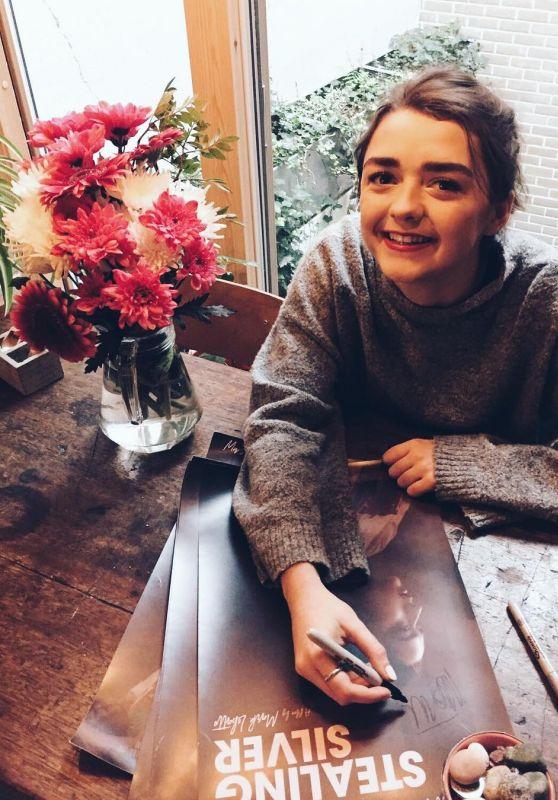 Maisie Williams - Social Media 10/20/2017