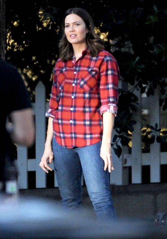 """Mandy Moore - """"This Is Us"""" Set in Eagle Rock, CA 10/23/2017"""