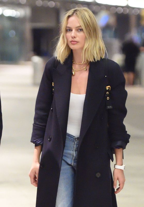 Margot Robbie Arriving at JFK Airport in NYC 10/12/2017
