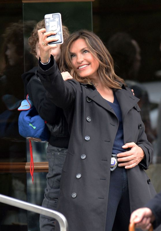 """Mariska Hargitay - Taking Selfies on the Set of """"Law & Order: Special Victims Unit"""" in NYC 10/24/2017"""