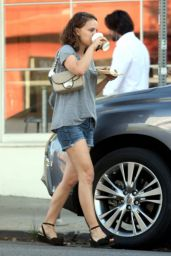 Natalie Portman Leggy in Shorts  - Los Angeles 10/26/2017