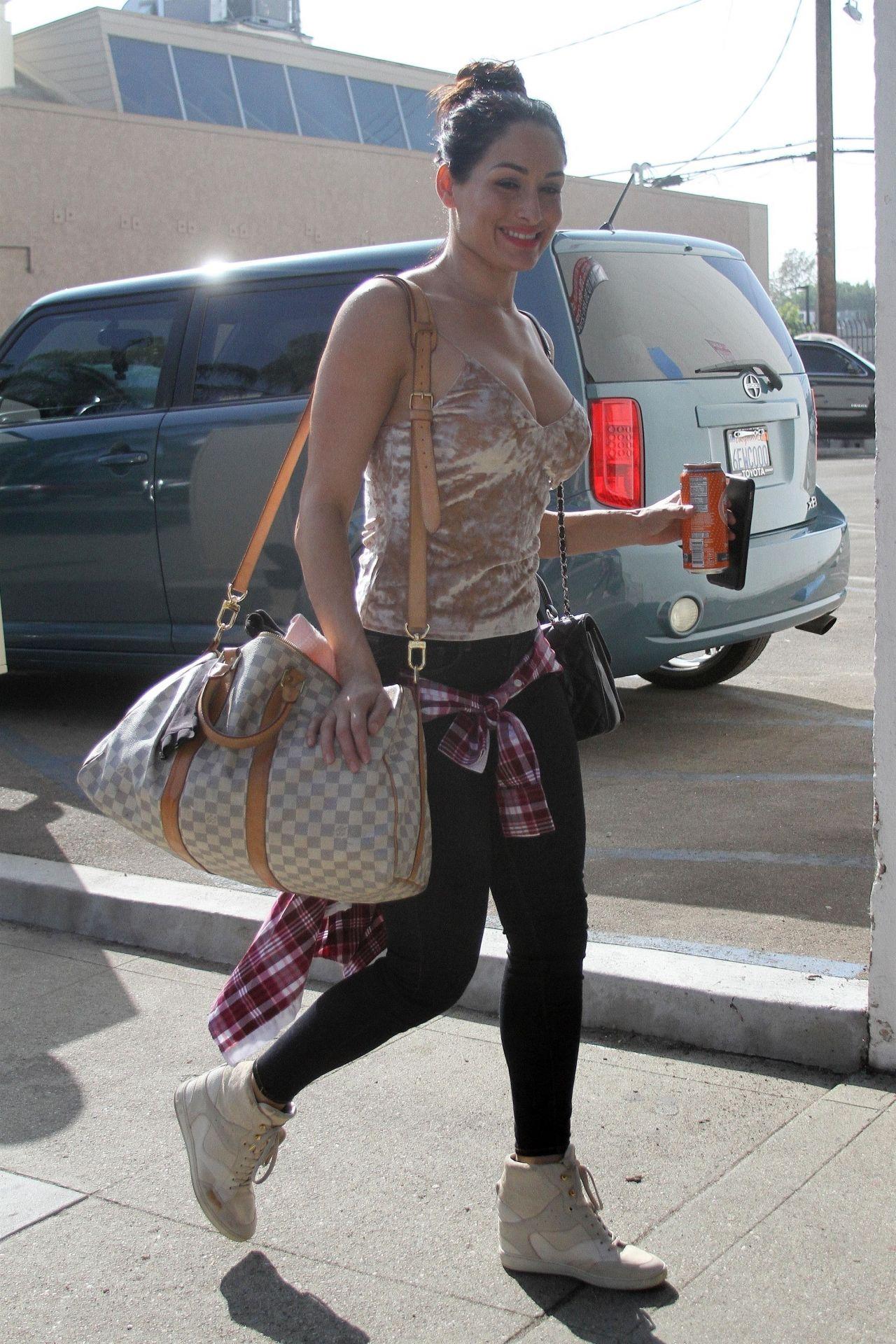 Nikki Bella - Heading Into Dance Practice in LA 10/28/2017