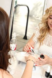 Peyton Roi List - OPI Sets Guniness World Record for Longest Manicure Bar in Santa Monica 10/22/2017