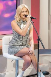 Pixie Lott – Lorraine TV Show in London 10/23/2017