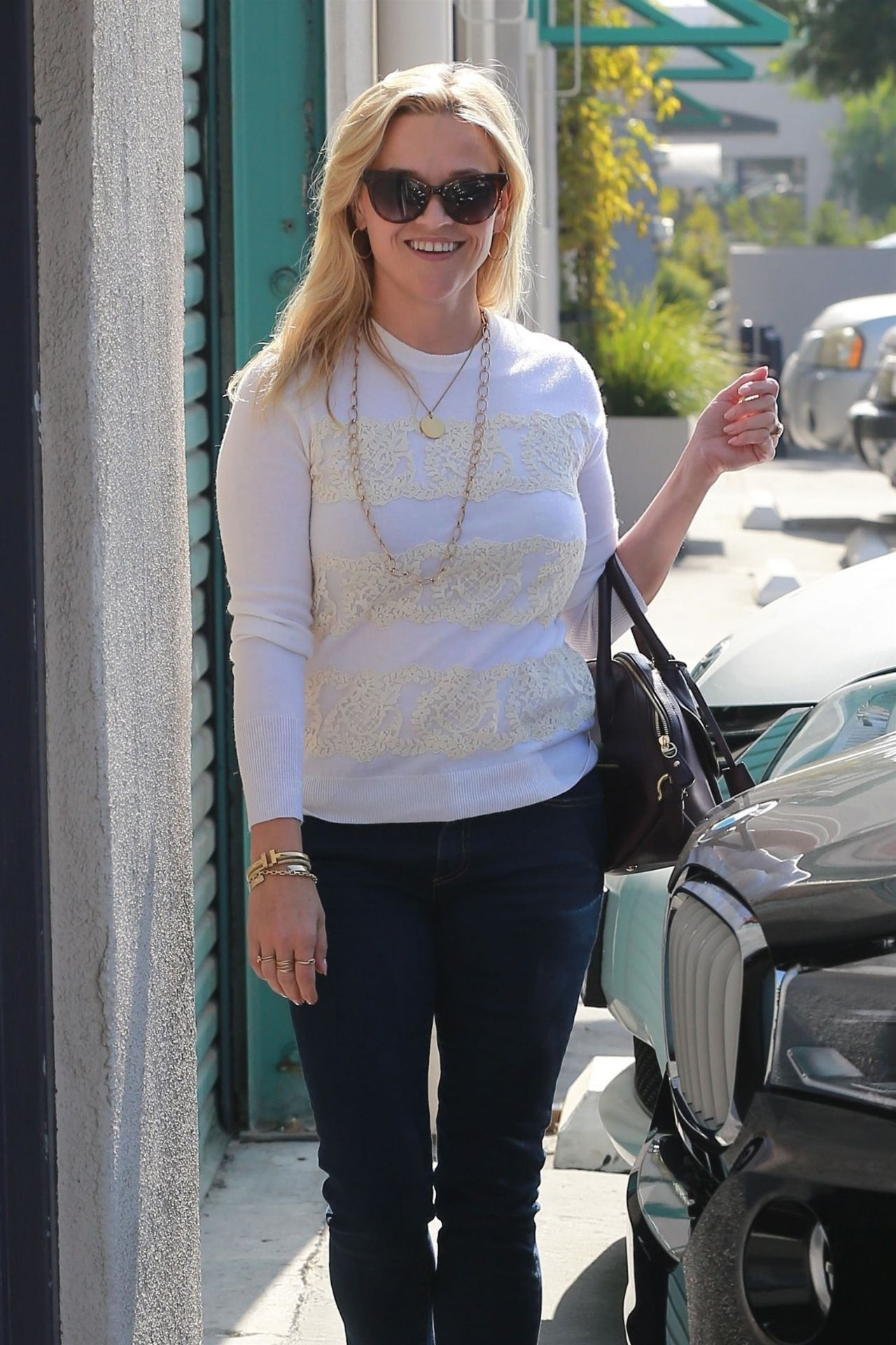 Reese Witherspoon - Stopping by a Studio in Santa Monica 10/12/2017