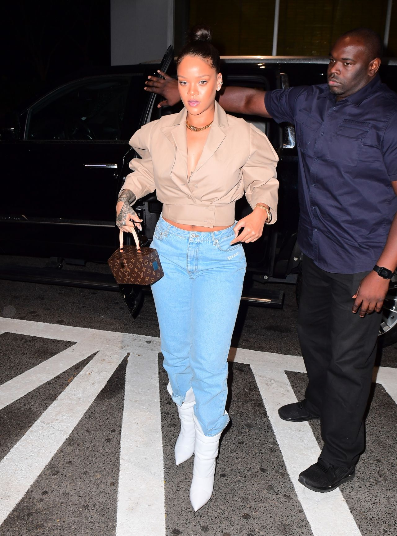 Rihanna Style - Heads to the Dentist in NYC 10/11/2017