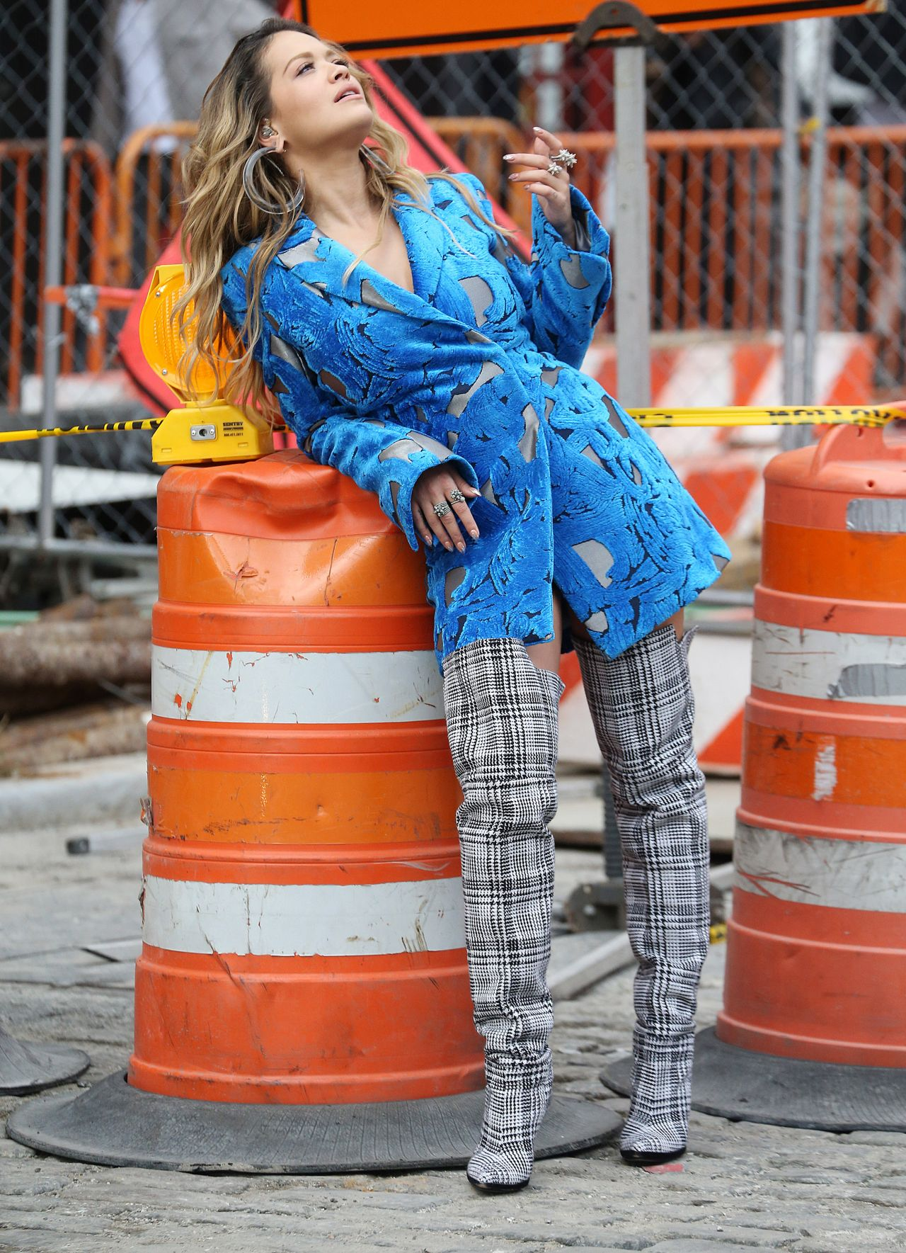 rita-ora-filming-a-music-video-in-new-york-city-10-05-2017-16.jpg