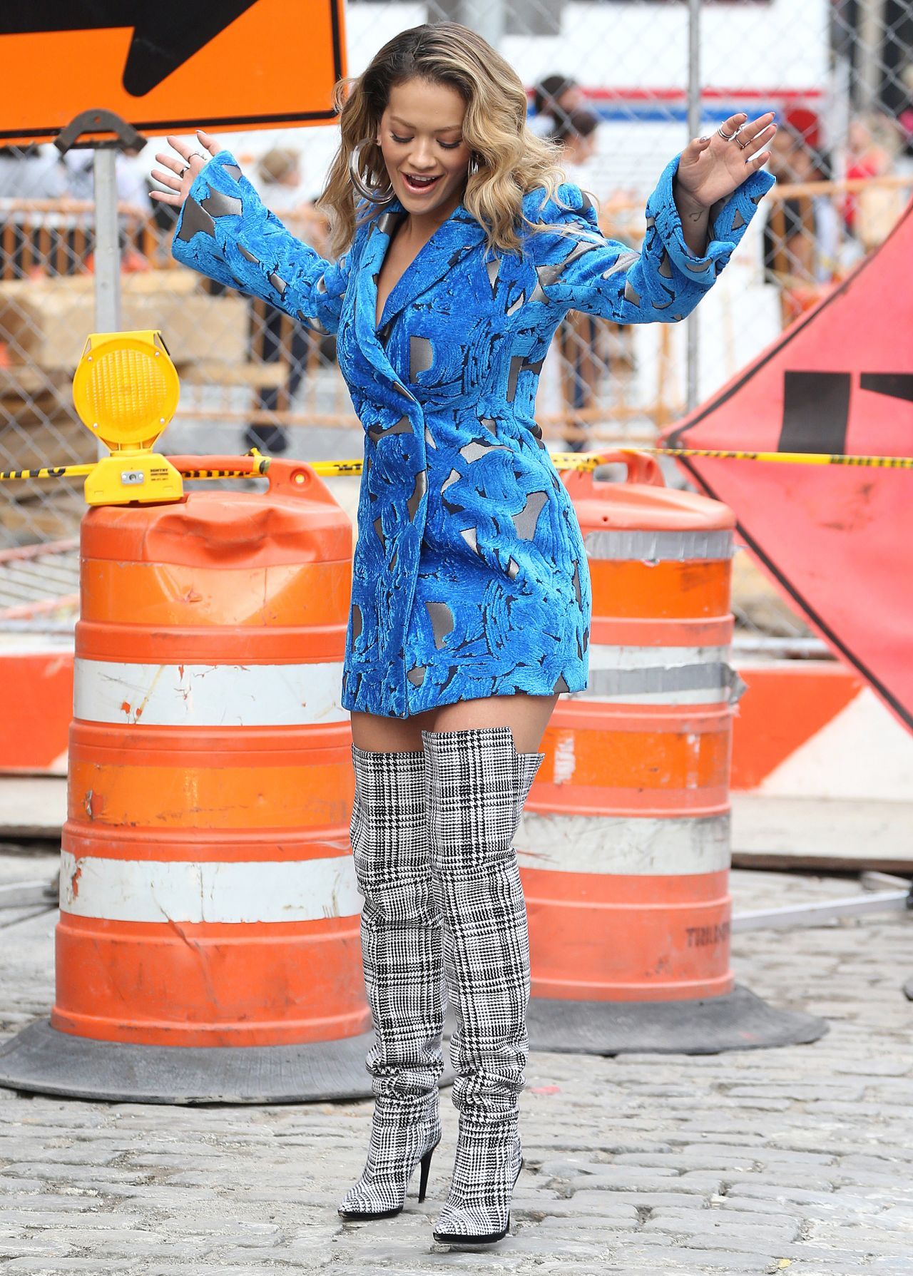 rita-ora-filming-a-music-video-in-new-york-city-10-05-2017-7.jpg