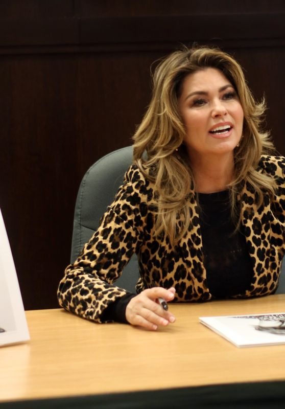 """Shania Twain - Album Signing for """"Now"""" at Barnes & Noble at The Grove in LA 09/29/2017"""