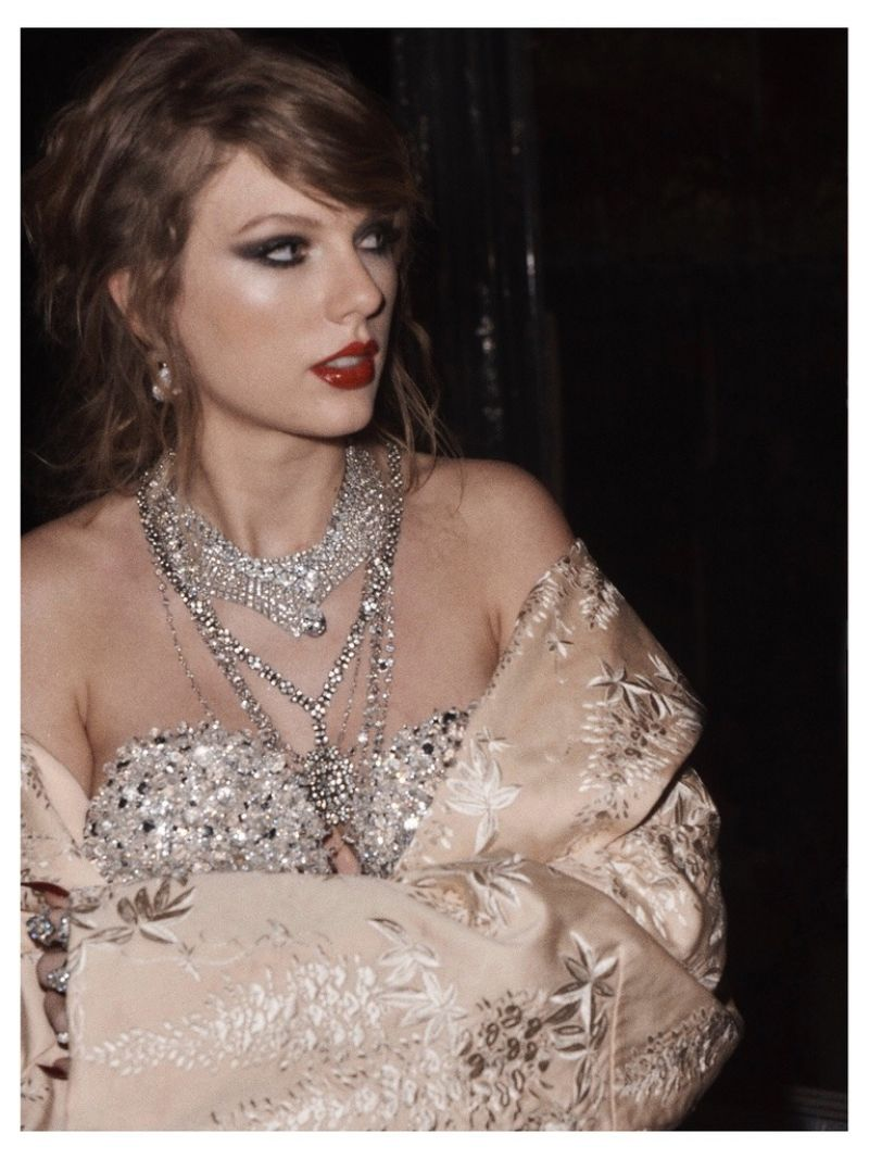 Taylor Swift - Social Media 10/28/2017