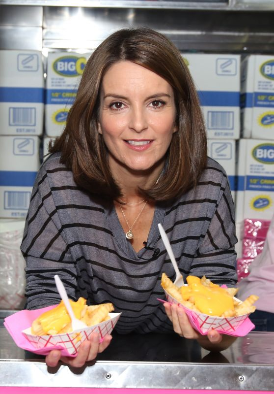 "Tina Fey - Serves Cheese Fries to Fans in Celebration of ""Mean Girls"" in NYC 10/03/2017"