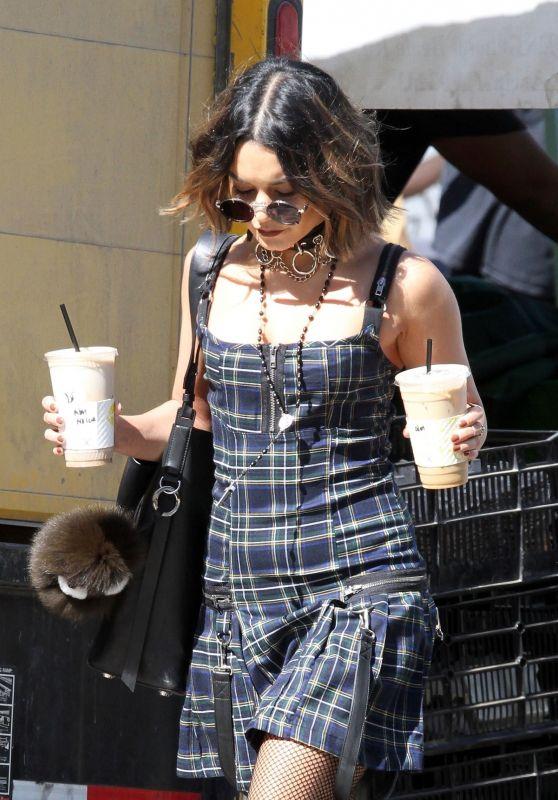 Vanessa Hudgens - Getting Coffee in Los Angeles 10/08/2017
