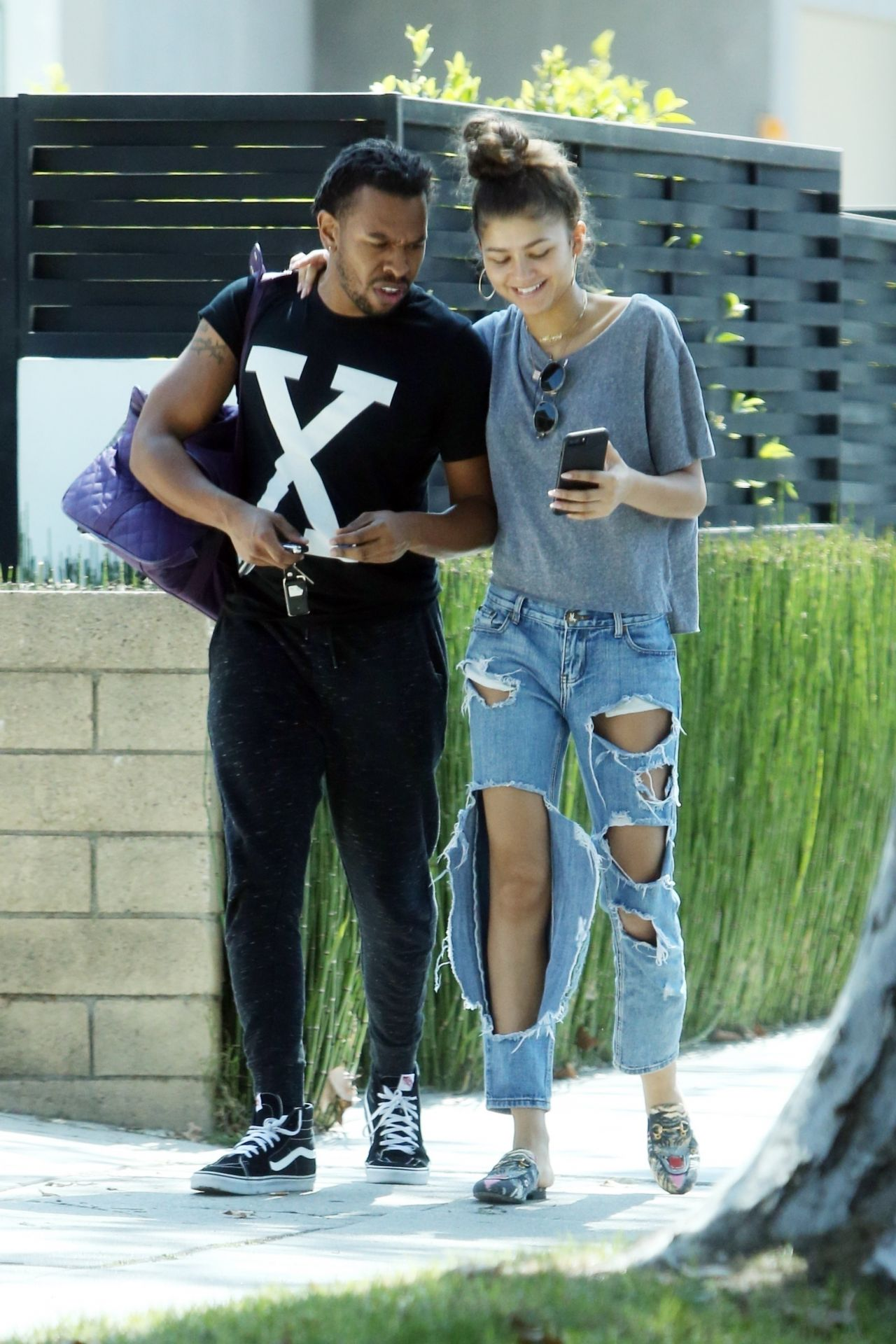Zendaya In Ripped Jeans With Her Brother In Los Angeles 10012017-1442