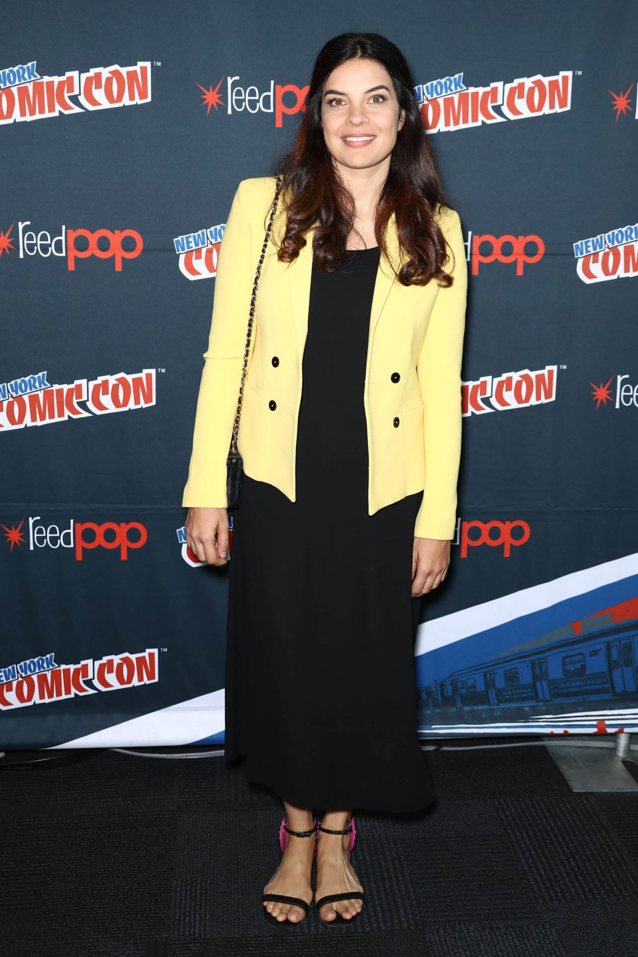 https://celebmafia.com/wp-content/uploads/2017/10/zuleikha-robinson-the-exorcist-panel-at-new-york-comic-con-10-08-2017-3.jpg