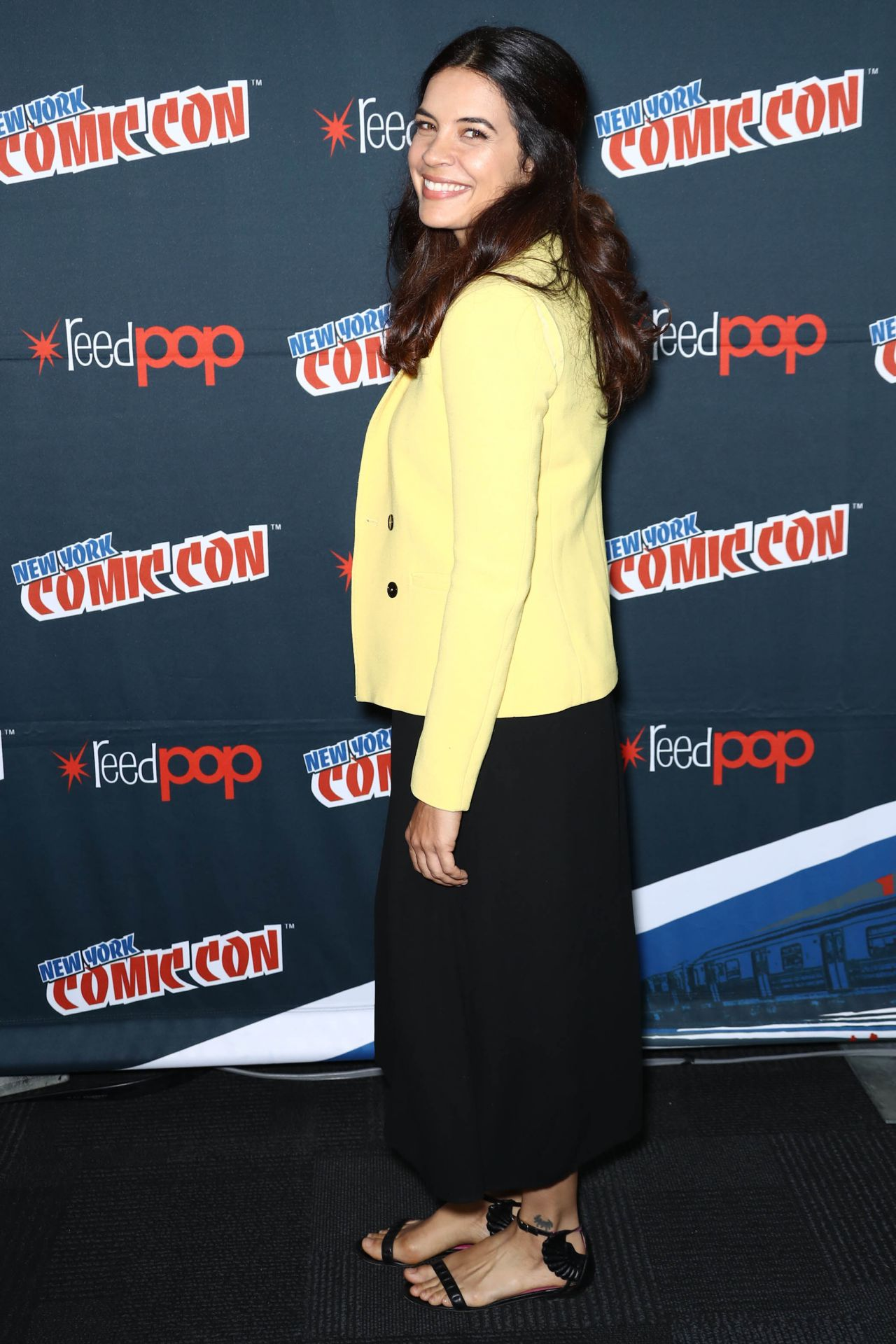 https://celebmafia.com/wp-content/uploads/2017/10/zuleikha-robinson-the-exorcist-panel-at-new-york-comic-con-10-08-2017-4.jpg
