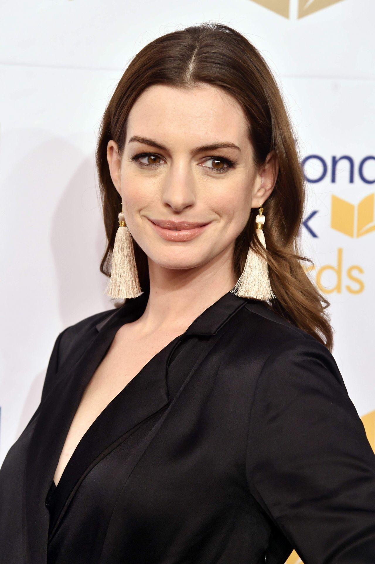 Anne Hathaway - National Book Awards 2017 in New York City Anne Hathaway