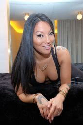 Asa Akira - PH Pop-Up Store in NYC 11/24/2017