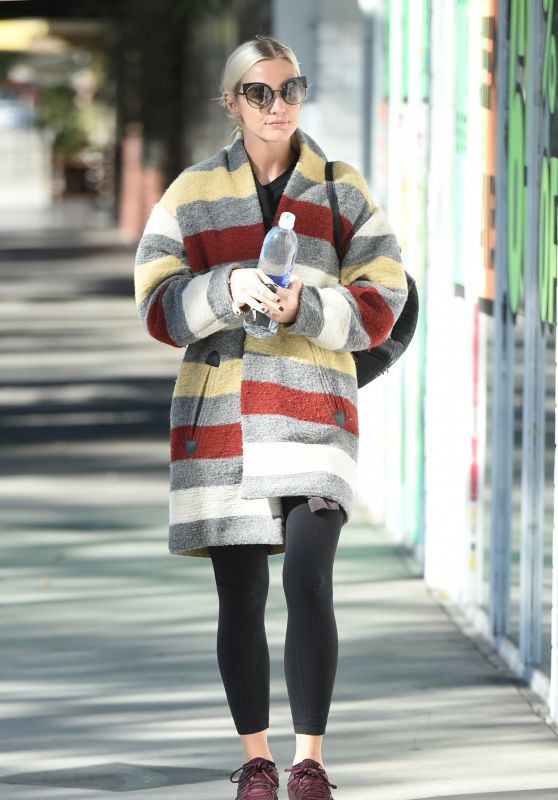 Ashlee Simpson in a Colorful Coat - Los Angeles 11/07/2017