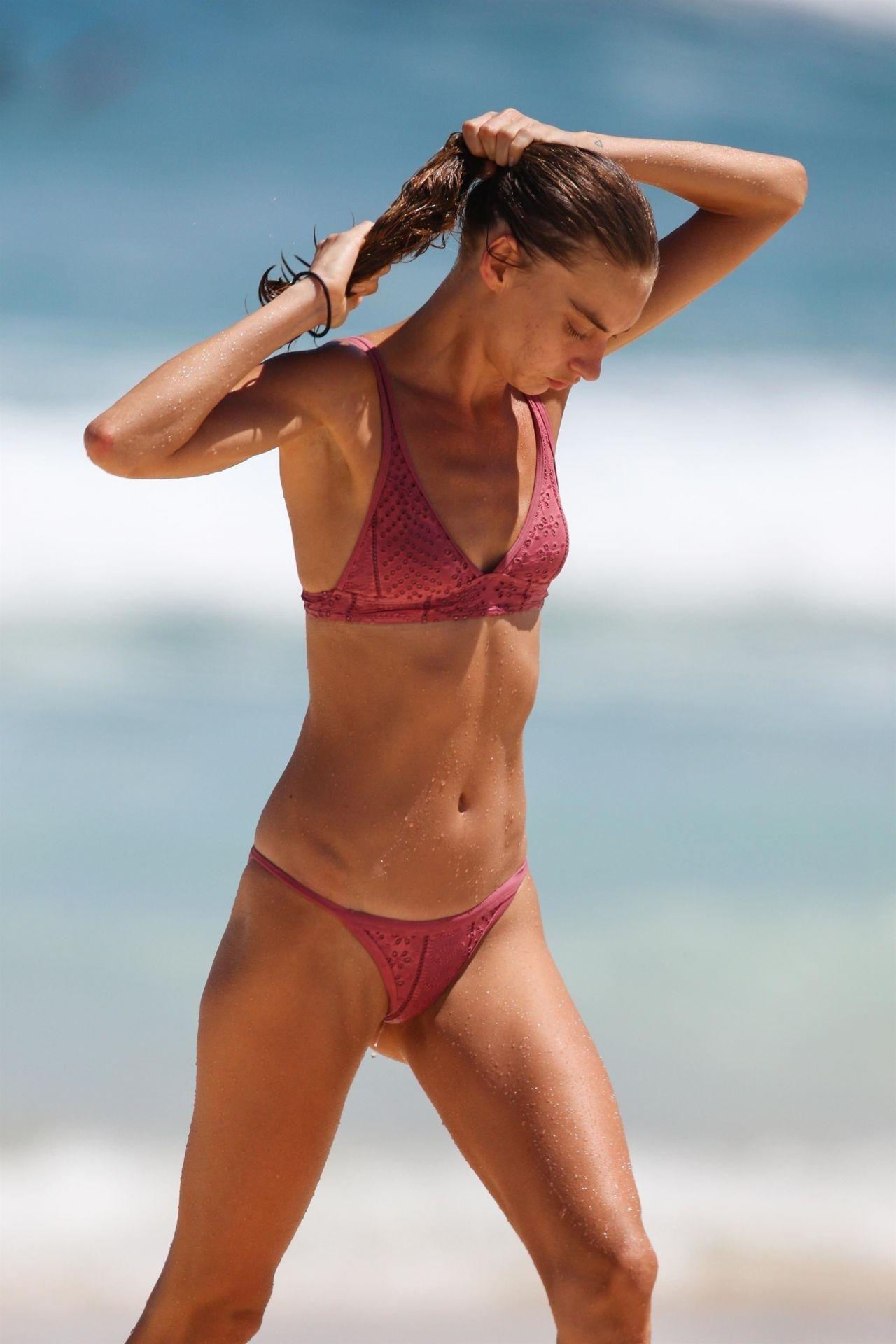 Avril Alexander In Bikini At Bondi Beach 11 09 2017