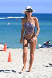 Bethenny Frankel in a Colorful Patterned Bikini - Miami Beach 11/06/2017