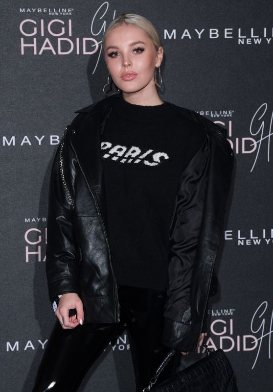 Betsy-Blue English – Gigi Hadid X Maybelline Party in London