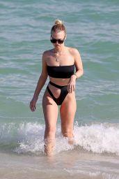 Bianca Elouise in Bikini - Miami 11/18/2017