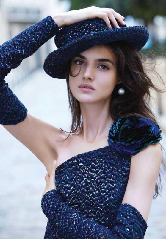 Blanca Padilla - Harper's Bazaar Magazine Singapore December 2017 Cover and Pics