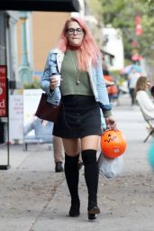 Busy Philipps - Buys Halloween Trick or Treat Buckets From CVS in LA 10/31/2017