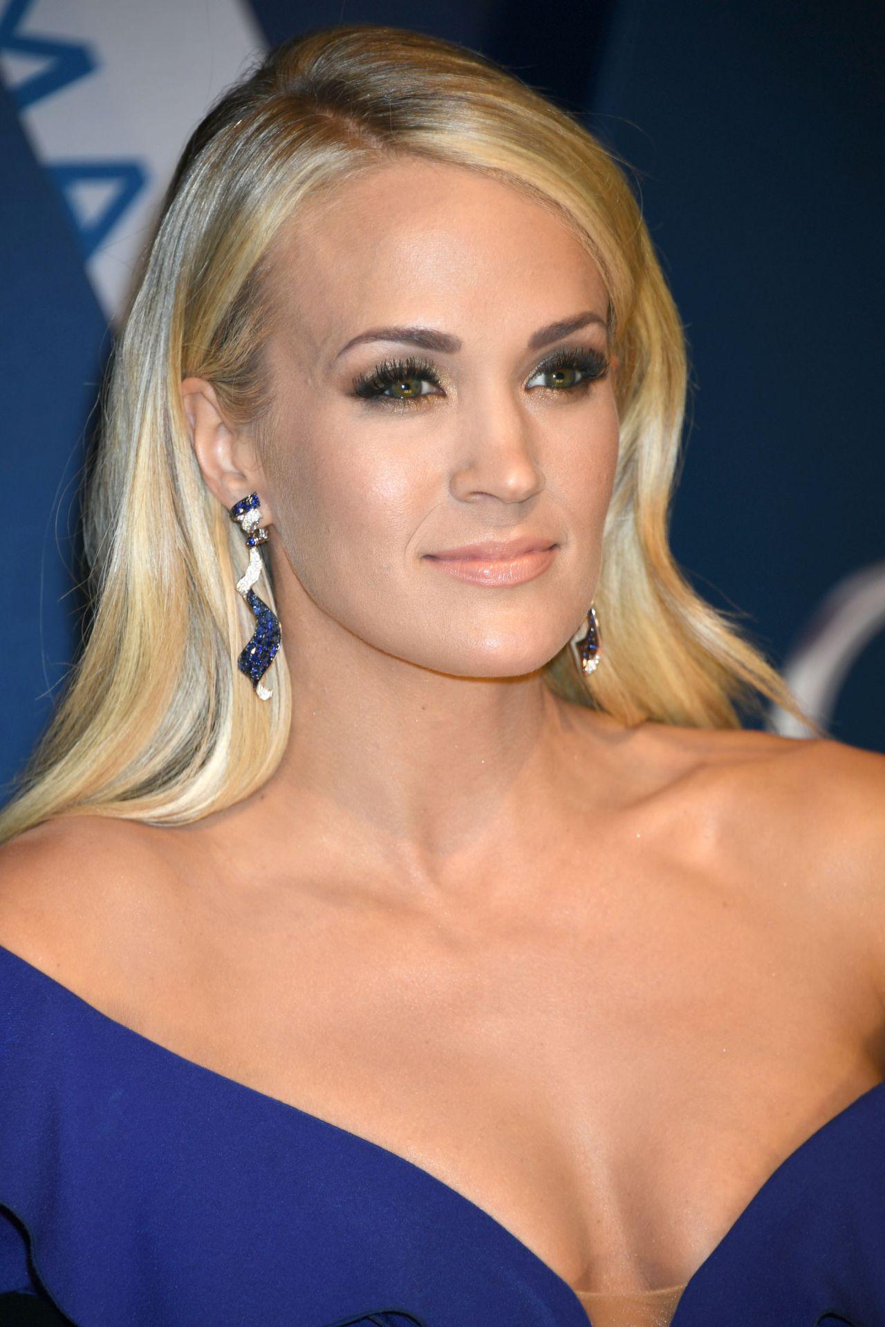 Carrie Underwood Cma Awards 2017 In Nashville