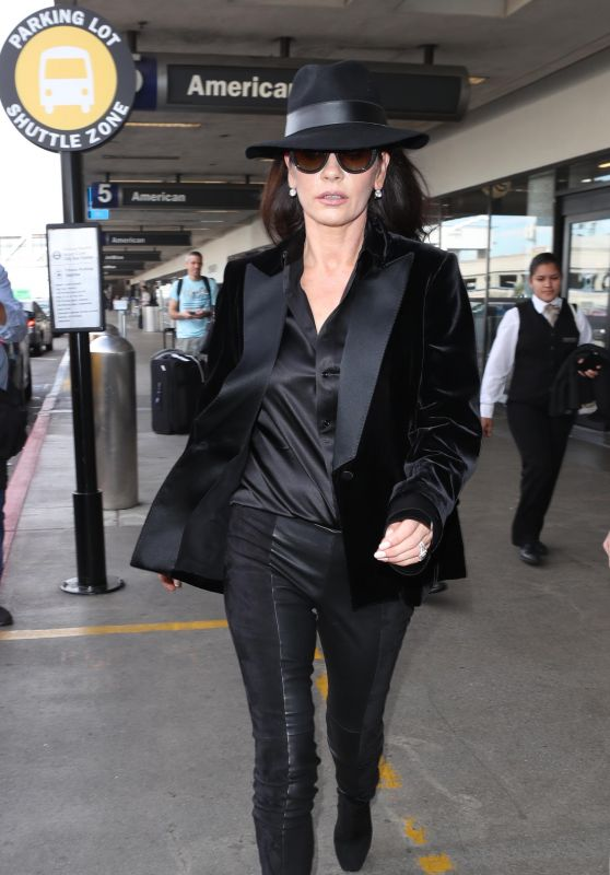 Catherine Zeta-Jones Stytle - LAX in Los Angeles 11/08/2017